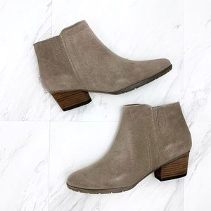Blondo- Valli Waterproof Ankle Boot in Mushroom 9